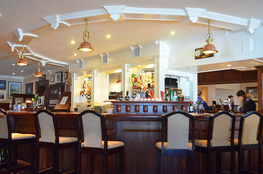 Bernies Bar Cliff House Hotel