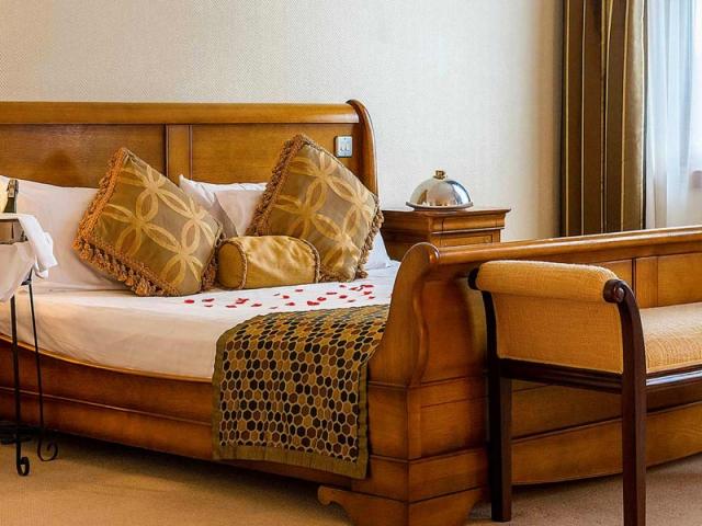 Grand Hotel Ballina bedroom